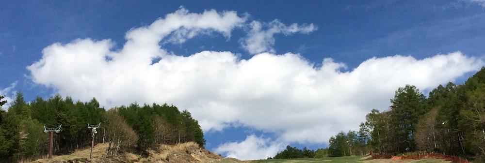 富士見高原スキー場でクロールする雲