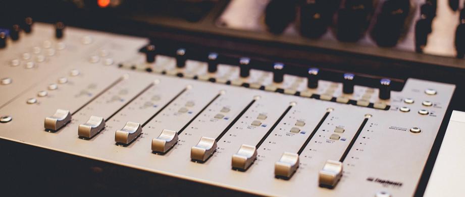 商用可、フリーの音源サイトからビジネス動画に使えそうな音を選んでみました